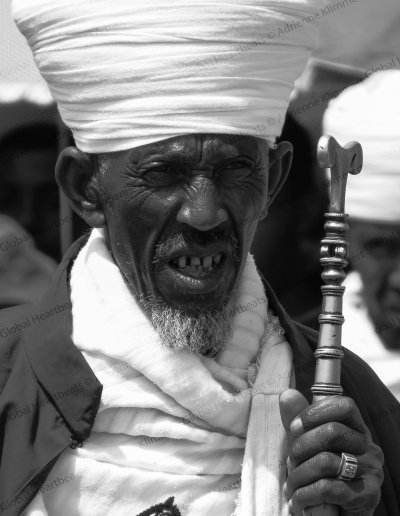 Ethiopië | Pilgrim at the lightening ceremony on Meskel Demera